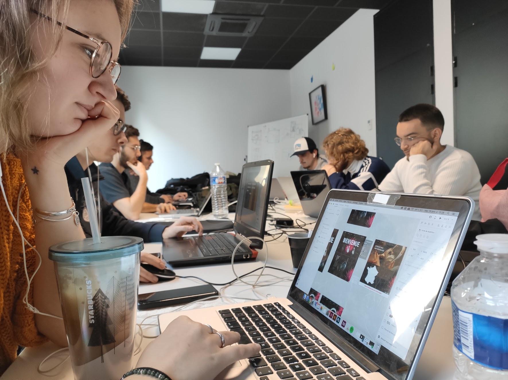 Groupe d'étudiants pendant le workshop Web & UI Design de l'ESP Bordeaux